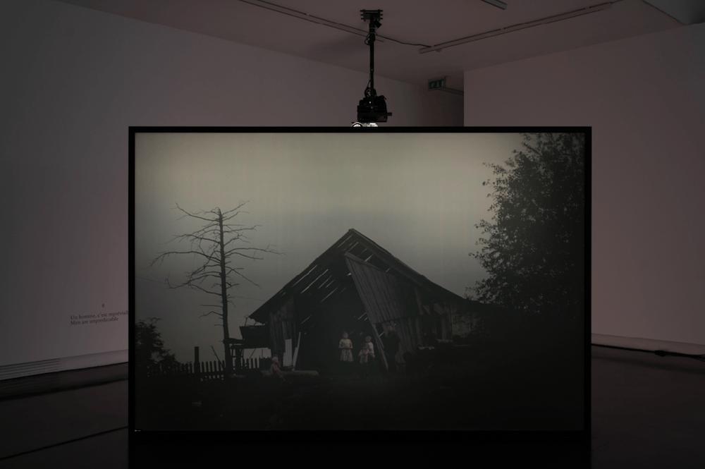 Vue de l'exposition Braguino ou la communauté impossible, Clément Cogitore, 15 septembre - 23 décembre 2017, Le BAL, Paris © Martin Argyroglo