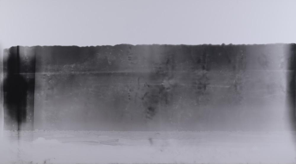 """Gábor Ősz """"The Liquid Horizon"""", G / Sangatte, Mont Saint-Martin, Temps d'exposition : 10mn 40s. Camera obscura, papier noir & blanc RC monté sur dibond, 127 x 228,7cm, 2000. Courtesy galerie Loevenbruck."""