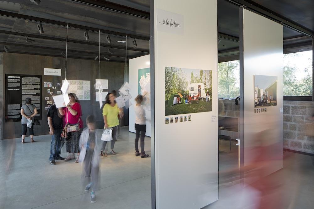 Vue de l'exposition «Identités Remarquables» du collectif Bruit du frigo, 11/10/2014 – 10/01/2015, à La cuisine, centre d'art et de design. © Yohann Gozard