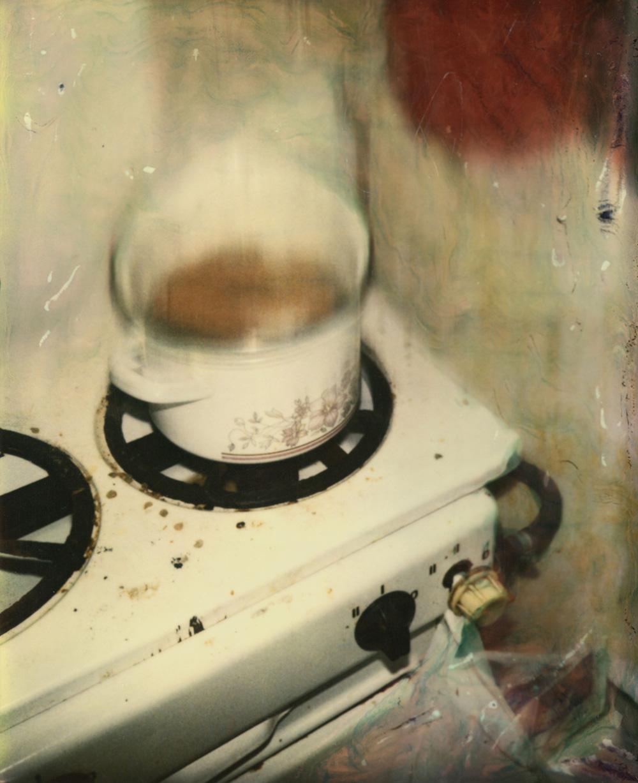 """Rodolf Hervé """"1991, Budapest, cuisine R.H."""", tirage jet d'encre pigmentaire sur papier d'Hahnemühle d'après Polaroïd, 40 x 50cm, 1991. Courtesy Les Douches la Galerie."""