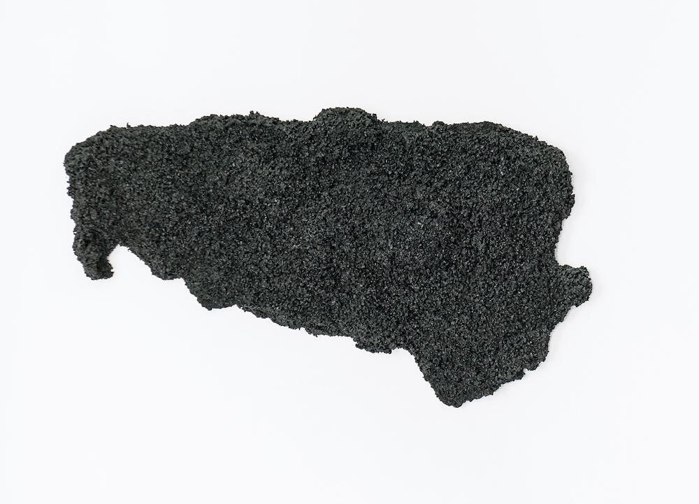 Laurence de Leersnyder,Empreinte de bitume, 2013. Enrobé à froid, latex, résine, 55 x 100 x 15cm, Galerie Laurent Mueller, Paris