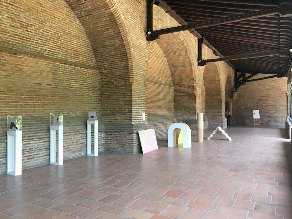 Emmanuelle Pozzo, Jeu de formes. Vue de l'exposition Pièce montée des étudiants de l'isdaT beaux-arts, Toulouse. Musée des Augsutins