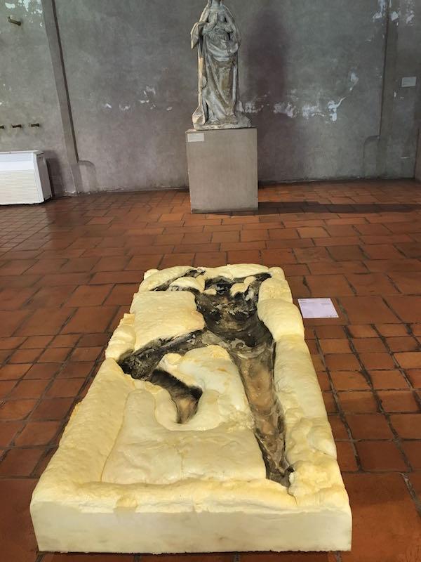 Jade Marchandeau, Paresse. Vue de l'exposition Pièce montée des étudiants de l'isdaT beaux-arts, Toulouse. Musée des Augsutins