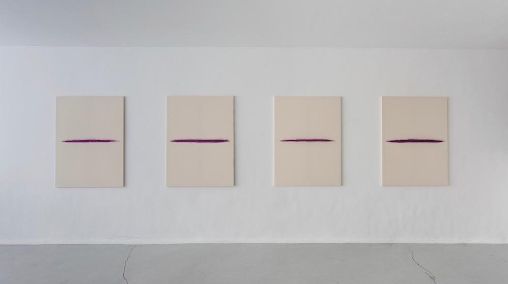 Vue de l'exposition personnelle deQuentin Derouet, Rose, renonce à ton nom, Galerie Pauline Pavec, Paris.