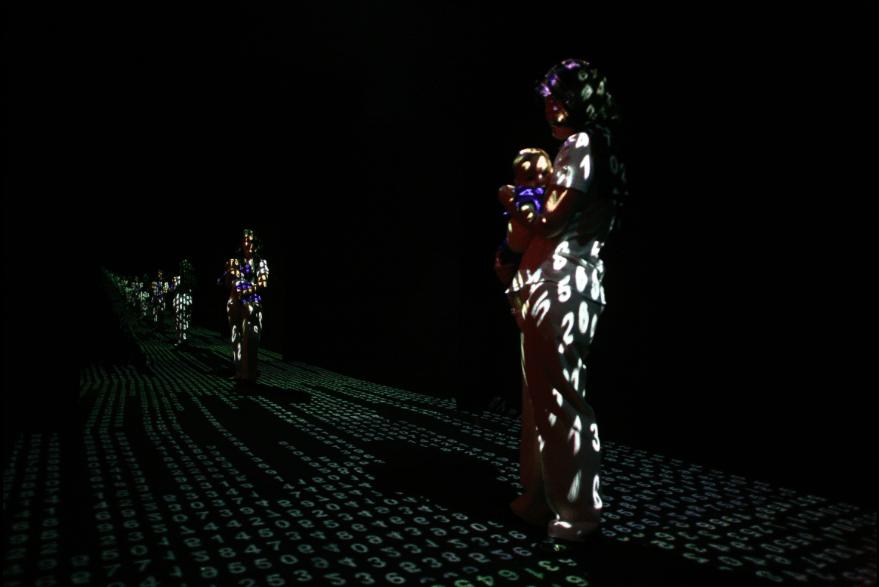 RAQUEL KOGAN, Reflexão #2, 2005, Installation interactive, logiciels customisés, miroirs et projection.