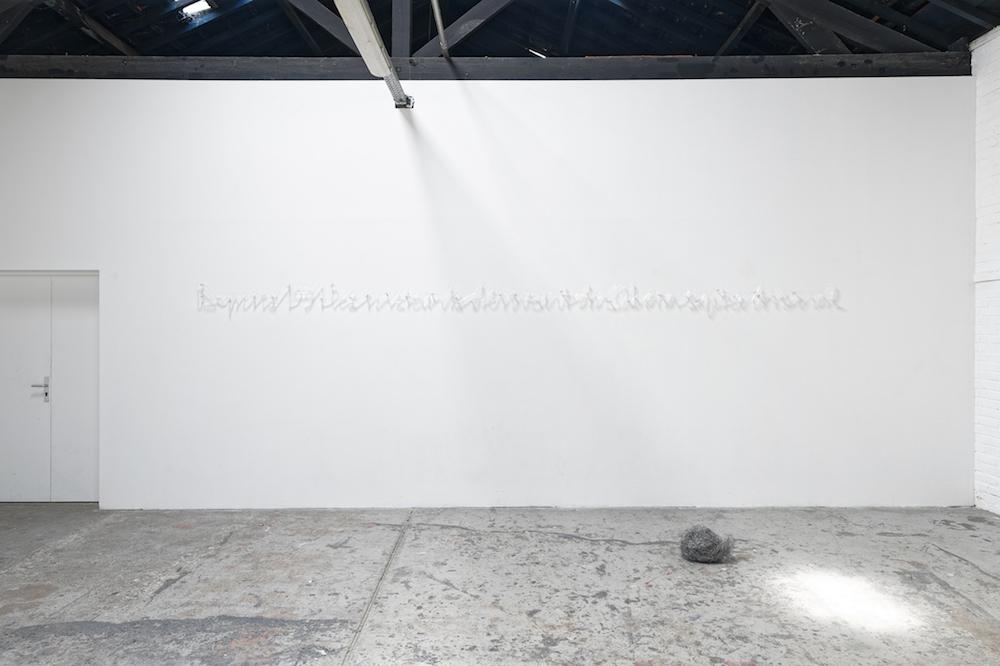 """Capucine Vever, Depuis 1991, les instants dérivent du sahara septentrional, 2018. Exposition """"Une terre qu'on ne voit jamais au même endroit, de jour comme de nuit """", Instants Chavirés, Montreuil."""