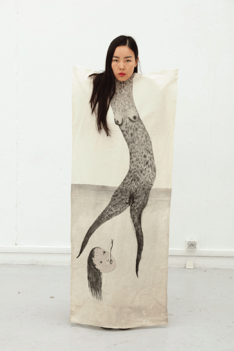 Femme-serpent (vêtement autoportrait), 2014. Courtesy artiste. Photo Alex Huanfa Cheng.
