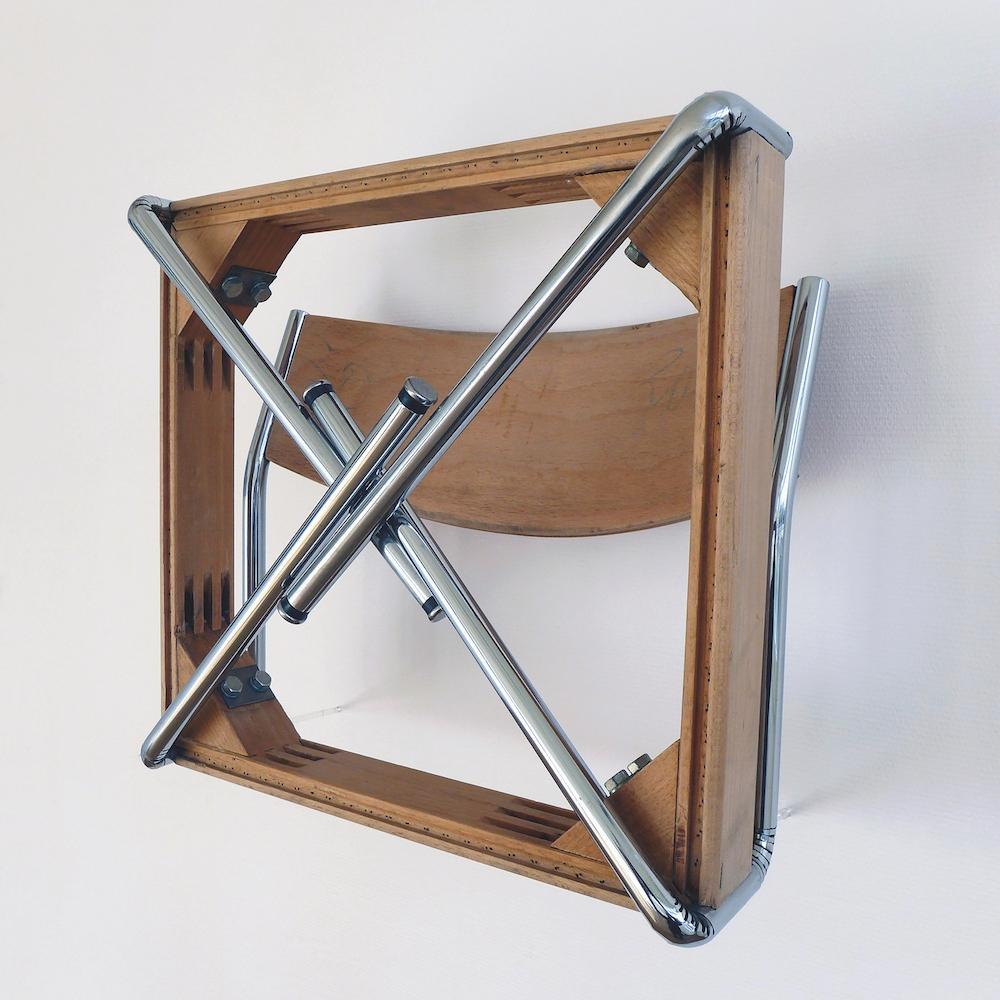 Rémi Uchéda, Plier, 2011. Chaise pliée, acier, bois, 45 x 41 x 25 cm. Courtesy et photo artiste.