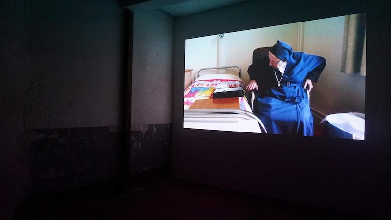 Bertille Bak, Ô quatrième, 2012 Projection vidéo couleur sonore, DVD durée : 17'. Collection Institut d'art contemporain, Villeurbanne/Rhône-Alpes. Photographie Karine Mathieu