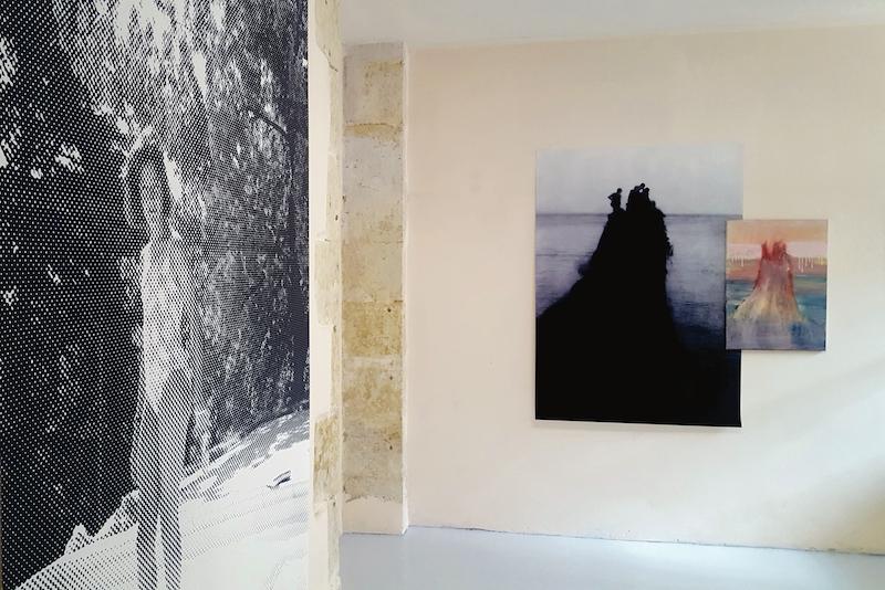 Pauline Zenk & Lilie Pinot, Les spectres anonymes, 2018 Peintures, photographies. Dimensions variables. Photographie Karine Mathieu