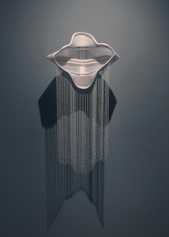 Floryan Varennes, Jouvence - 2018 Minerves médicales, perles de rocailles. 45 cm x 110 cm