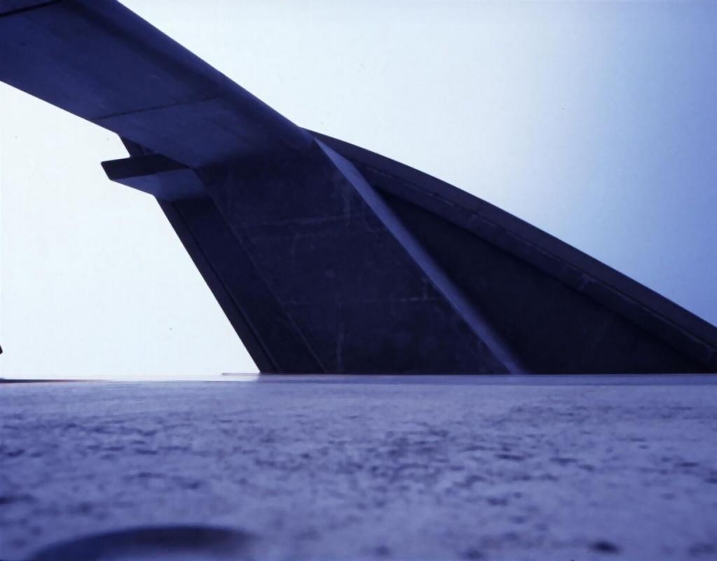 Nicolas Moulin, Novomond 7 de la série Novomond, 1996-2002. Ektachrome tirée en cibachrome et montée sur aluminium. Coll. Frac Normandie Rouen @Adagp, Paris