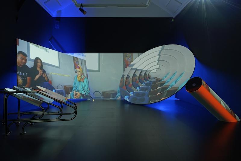 Meriem Bennani - Siham & Hafida, 2018 (Vue d'exposition, La Criée Centre d'Art Contemporain).PhotoAurélien Mole
