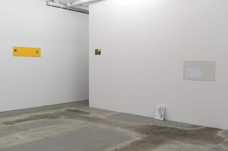 Vue d'exposition Older and Younger d'Enrico Bertelli à L'ahah #Moret, 2018 de gauche à droite : A Final Frame, 2017. Encre sur PVC, 17,5 x 78 cm Miracoli, 2018. Tirages photographiques, plexiglas, 24 x 17,5 cm Secure Life, 2014/2017. Panneau en PVC et mousse, gommettes, acryliques, 30 x 21 cm Musica e gimnastica, 2018. Encre, vinyles adhésifs, panneau de bois, 36,5 x 62 cm photo : Marc Domage / L'ahah, Paris