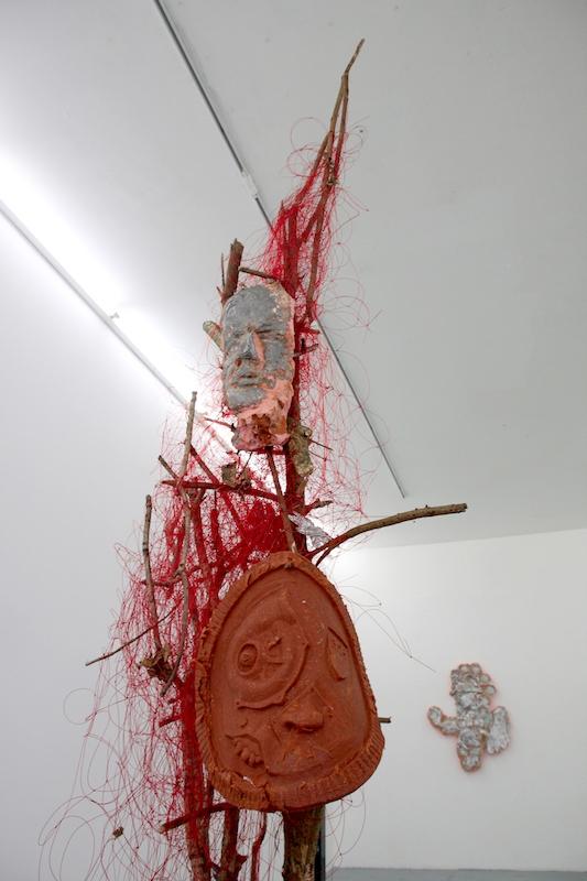 Jean-Baptiste Janisset & Antoine Nessi, Zombie De Gaulle, plomb, silicone, bois de la ZAD
