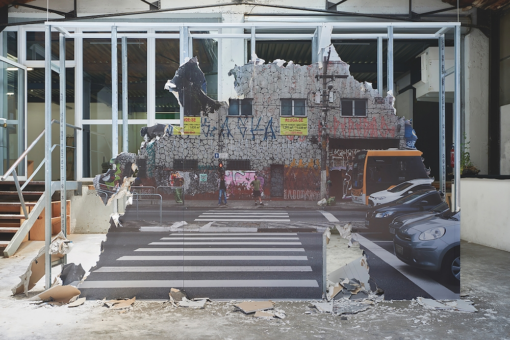Beatriz Toledo, Entre deux, 2016. 2,4 x 3,2 x 0,4 m Exposition Oxymore and more and more, Lieu Commun,Toulouse. Prix indépendant 66e Jeune Création. Courtesy artiste