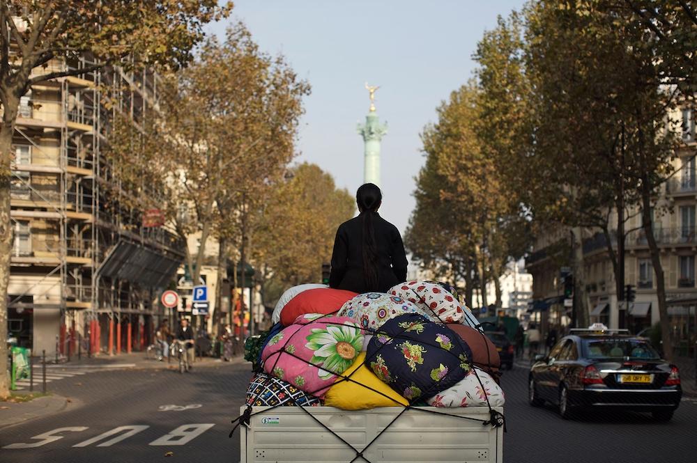 Kimsooja,Bottari Truck - Migrateurs, 2007-2009. Photographie couleur, caisson lumineux, 128 x 182,5 x 25,5 cm. Collection Musée national de l'histoire de l'immigration, Palais de la Porte Dorée, Paris.