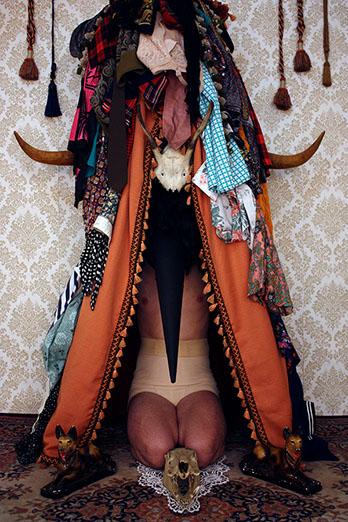 Mehryl Levisse, Le culte des crânes, 2013. Captation photographique. Courtesy artiste et Catinca Tabacaru Gallery