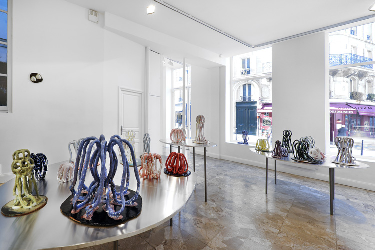 Vue de l'exposition, LOOK AT ME ! de Bente  Skjottgaard, Galerie Maria Lund Paris