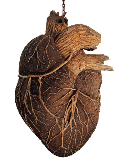 Dimitri Tsykalov, HEART, 2002. Wood, bark and soil, 170 x 100 x 100 cm. Courtesy Galerie Rabouan Moussion