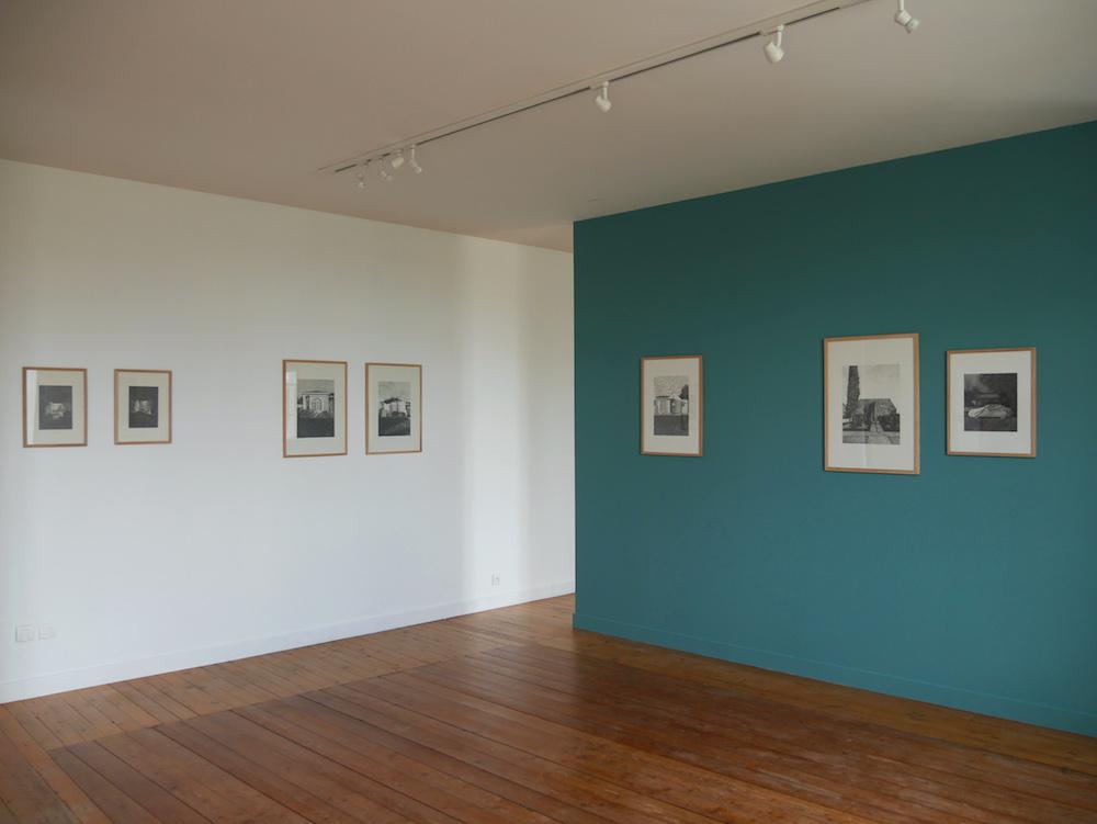 """vue de l'exposition """"Los Angeles -lecture parallèle"""" de Martinet et Texereau - Centre d'art de Montrelais"""