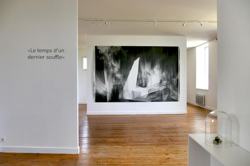 """vue de l'exposition """"le temps d'un dernier souffle"""" d'Angélique Lecaille - Centre d'art de Montrelais"""
