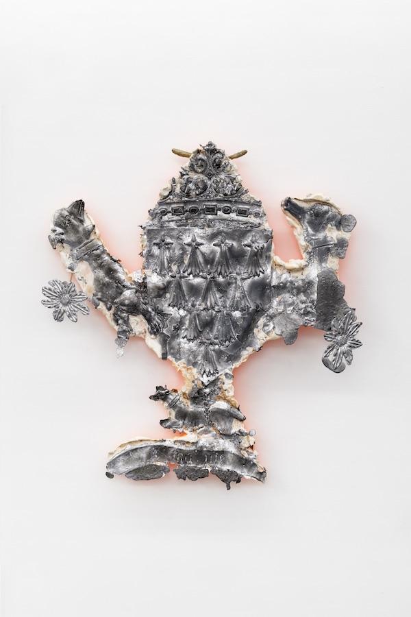 Jean-Baptiste Janisset - A ma vie - 2019 - 77 x 73 x 16 cm - Plâtre plomb et bronze - © Aurélien Molle - Courtesy Galerie Alain Gutharc