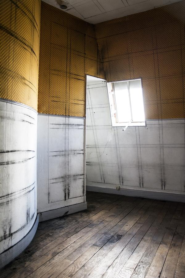 Raphaël Maman, Grid System(projet in situ dans l'espace du 10), 2018. Toner noir, dimensions variables. Courtesy Raphaël Maman