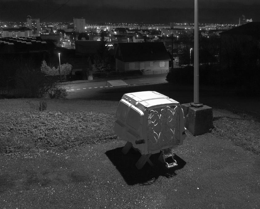 Serge Lhermitte, Et dieu créa la T.P.E. , à la faveur d'une conjoncture plus porteuse, Sous les vignes, photographie noir et blanc, 2007-2019.