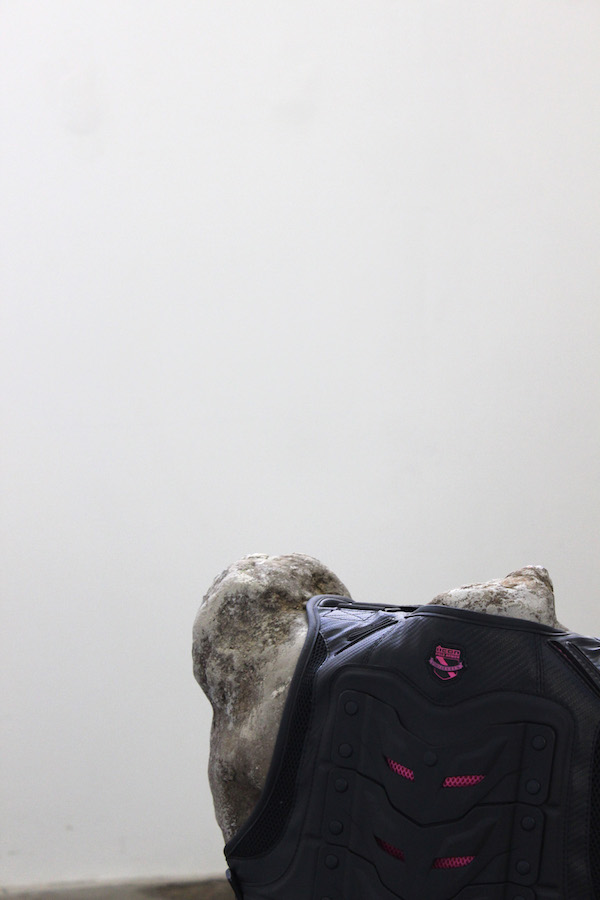 Vue de l'exposition Fun Zone, Atelier Chiffonnier Dijon. Avec les oeuvres des artistes Rémi Bragard, Eleonor Klène, Jean-Baptiste Janisset, Antoine Nessi, Maxime Sanchez et Robin Touchard
