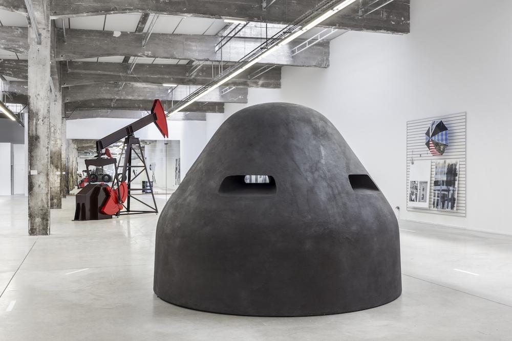 vue de l'exposition de Josephine Meckseper organisé par le Frac des Pays de la Loire à la HAB Galerie. Cliché : Fanny Trichet