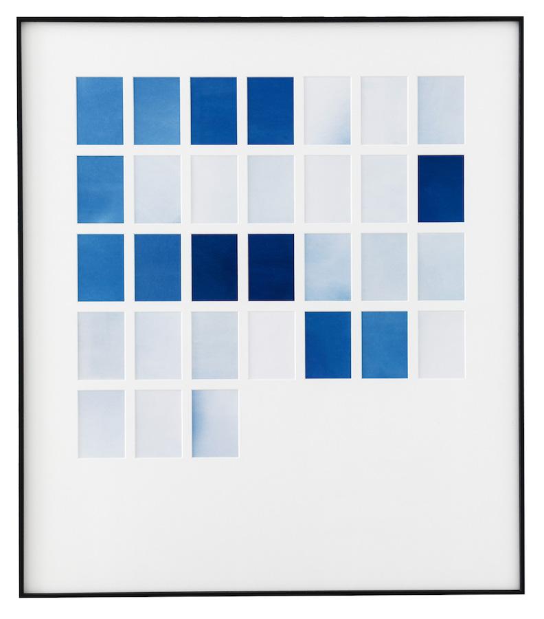 Marie Clerel, janvier 2018, série Midi 2017-19, courtesy Galerie Binome pièce unique dans une édition de 2 (+1EA) - 80 x 70 cm 31 épreuves au cyanotype sans contact sur papier blanc passe-partout, encadrement aluminium et bois plaqué, verre antireflet