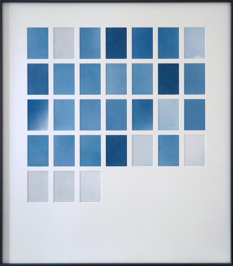 Marie Clerel, octobre, série Midi, 2018, courtesy Galerie Binome pièce unique dans une édition de 2 (+1EA) - 80,5 x 70,5 cm 31 épreuves au cyanotype sans contact sur papier blanc passe-partout, encadrement aluminium et bois plaqué, verre antireflet