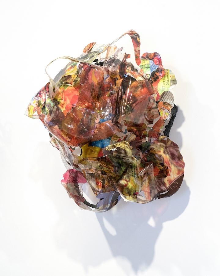 Victor Vaysse Backgrounds, 2019 Résines , transfert d'image Courtesy de l'artiste Exposition PLEIN JEU #2 – Frac Champagne-Ardenne. Photo Martin Argyroglo