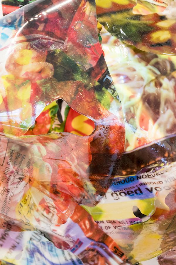 Victor Vaysse Backgrounds, (détail) 2019 Résines , transfert d'image Courtesy de l'artiste Exposition PLEIN JEU #2 – Frac Champagne-Ardenne. Photo Martin Argyroglo