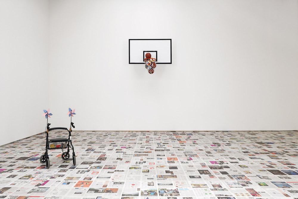 """Vue de l'exposition """"Les printemps seront silencieux"""" de Claire Fontaine  au Confort Moderne - Poitiers"""