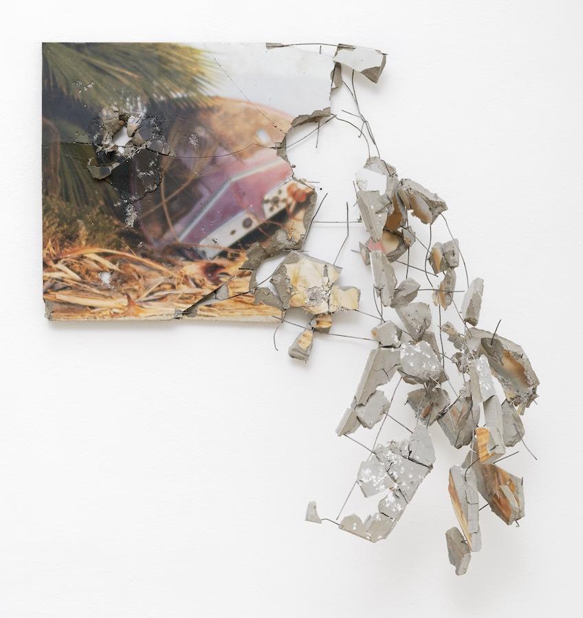 Florian Pugnaire & David Raffini - Salton city - 2019 - impression photographique sur ciment et treillis métallique - 42 x 100 cm - Courtesy Ceysson & Bénétière