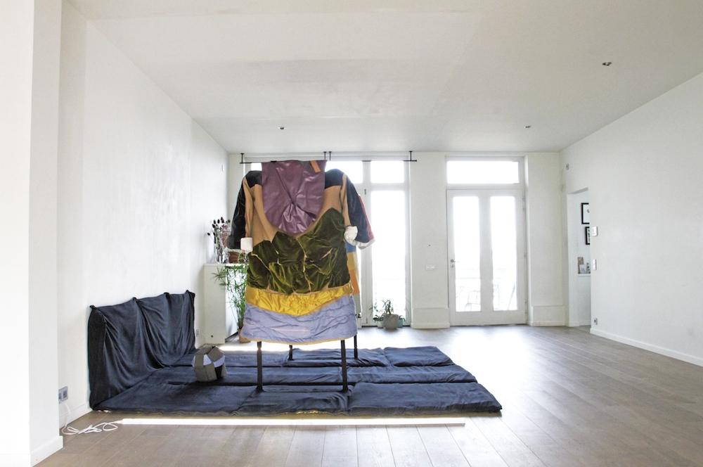 Vue d'exposition Jot Fau, Perdre la face ou faire bonne figure in-box Bruxelles
