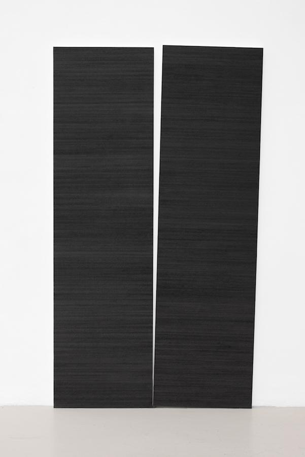 Mathieu Bonardet, Disjonction II, 2019. Graphite sur papier marouflé sur bois, morceau de graphite, 200 x 115 x 3,5 cm