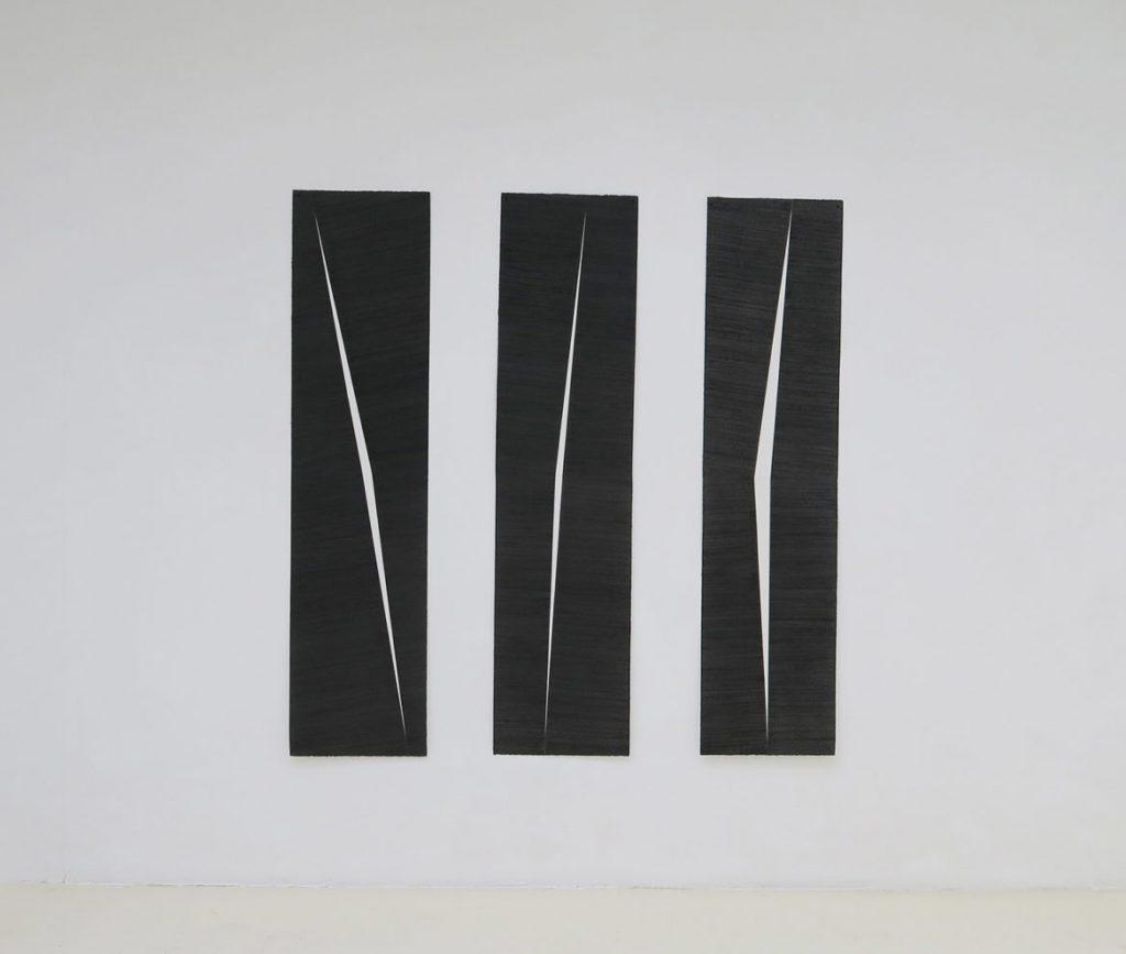 Mathieu Bonardet, Entailles I, II et III, 2018  graphite sur papier, 165 x 40 cm chacune