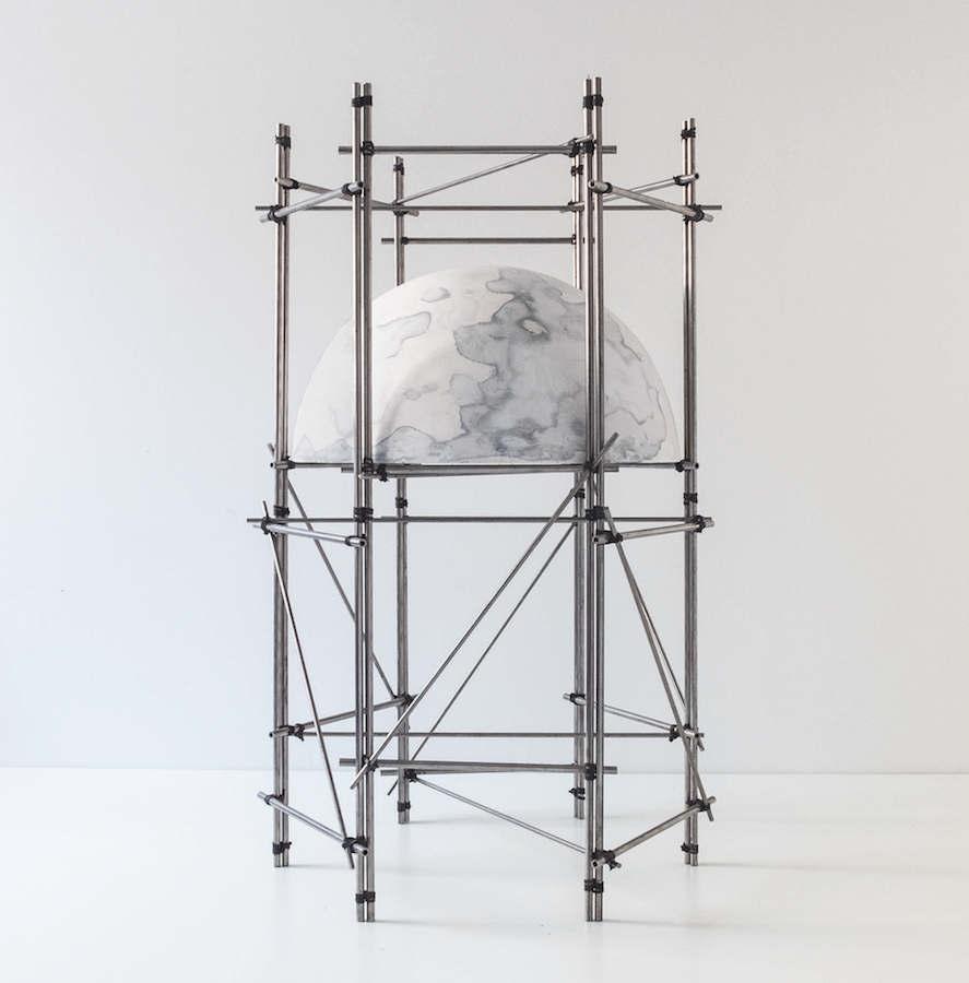 Céline Lastennet, Excavation, 2018. Acier, plâtre, charbon, pigment, 60 x 35 x 35 cm. Courtesy et photo Céline Lastennet