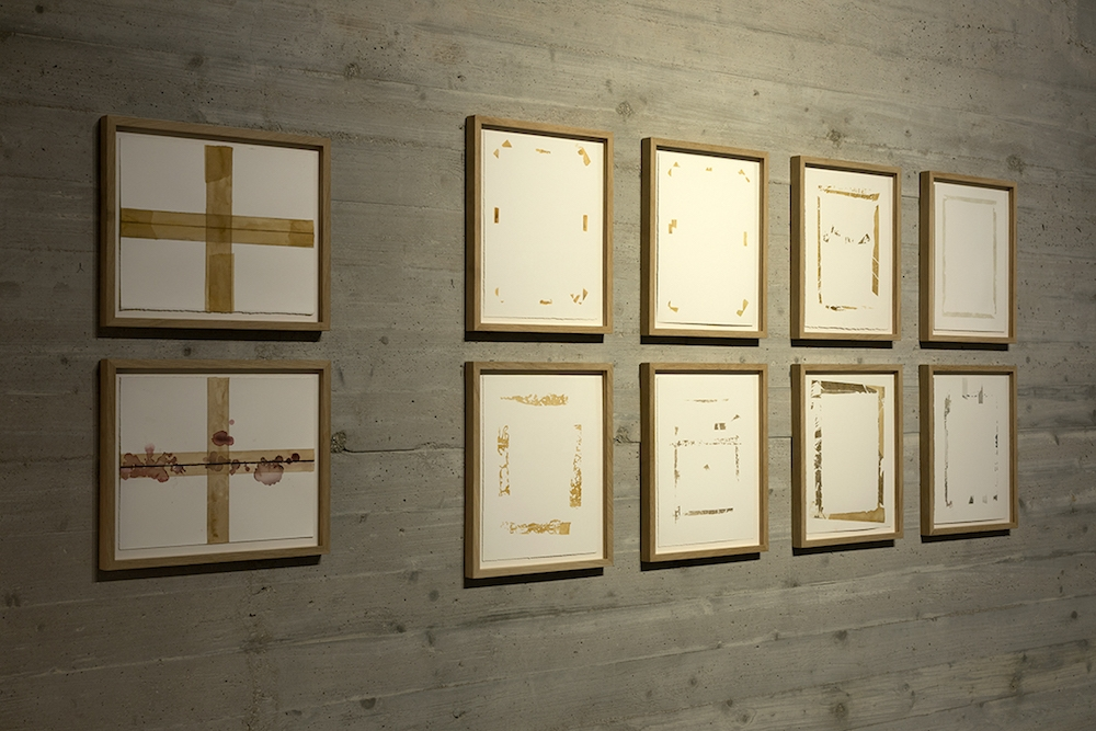 Traces, 2016. Exposition Sand Comes Through the Window de Taysir Batniji  du 06 juin au 11 août 2019 au Mina Image Centre (Beyrouth, Liban)  Courtesy de Taysir Batniji et de la galerie Sfeir-Semler (Beyrouth & Hambourg)