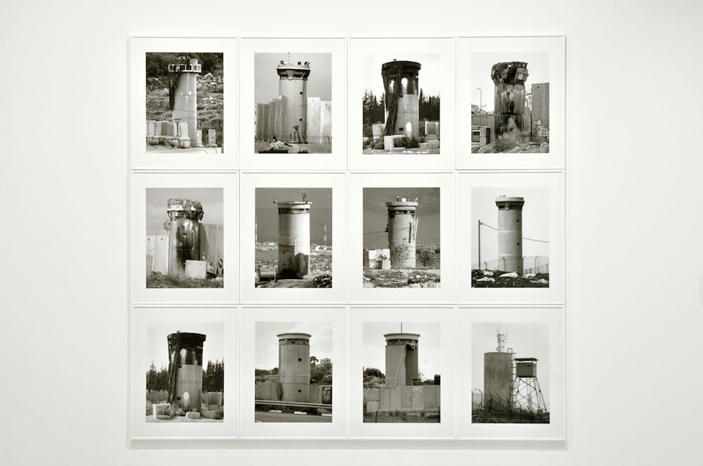 Watchtowers, 2008. Exposition Sand Comes Through the Window de Taysir Batniji du 06 juin au 11 août 2019 au Mina Image Centre (Beyrouth, Liban) Courtesy de Taysir Batniji et (Dieter Kik pour le Quartier Centre d'art