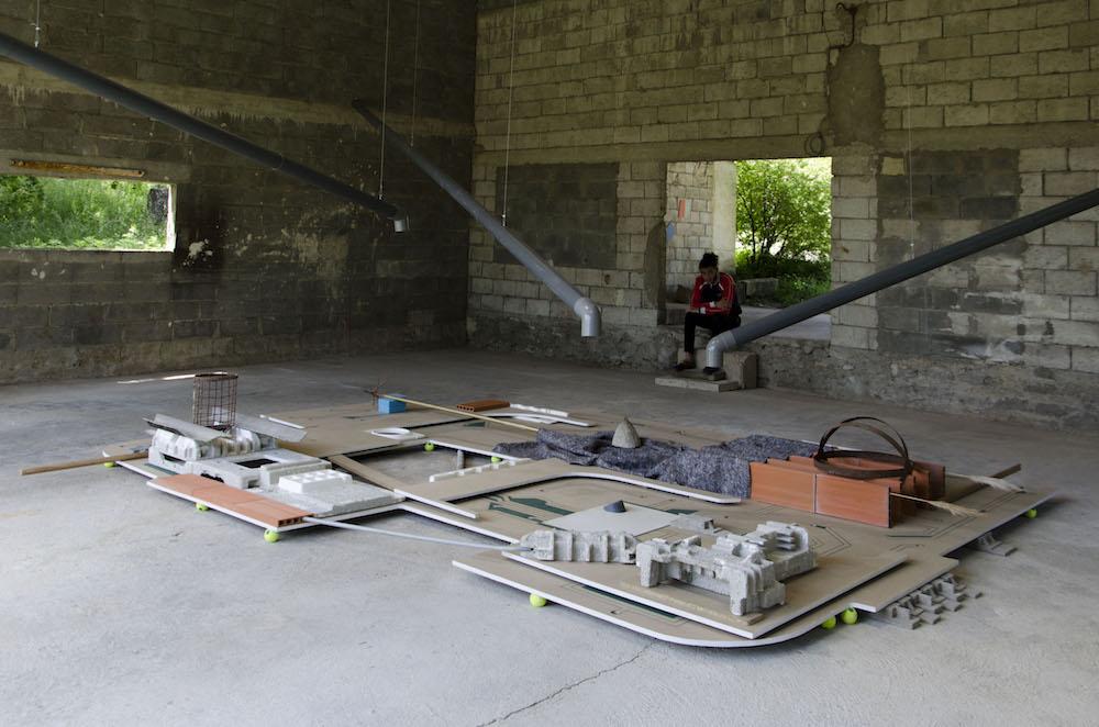 Vincent Gallais, Fontaine de l'oubli, installation visible sur le site de Francillon-sur-Roubion dans la Drôme à l'occasion de l'événement SILLON ITINÉRAIRE ART DROME