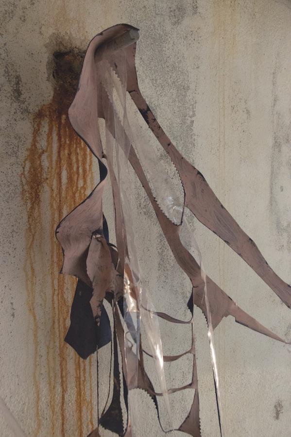 Iris Garagnoux, Sans titre, 2019. Acrylique et pigments sur cuir, formats variables Vue de l'exposition mimesis* au Réservoir, Toulouse, avril 2019   Courtesy et photo Iris Garagnoux