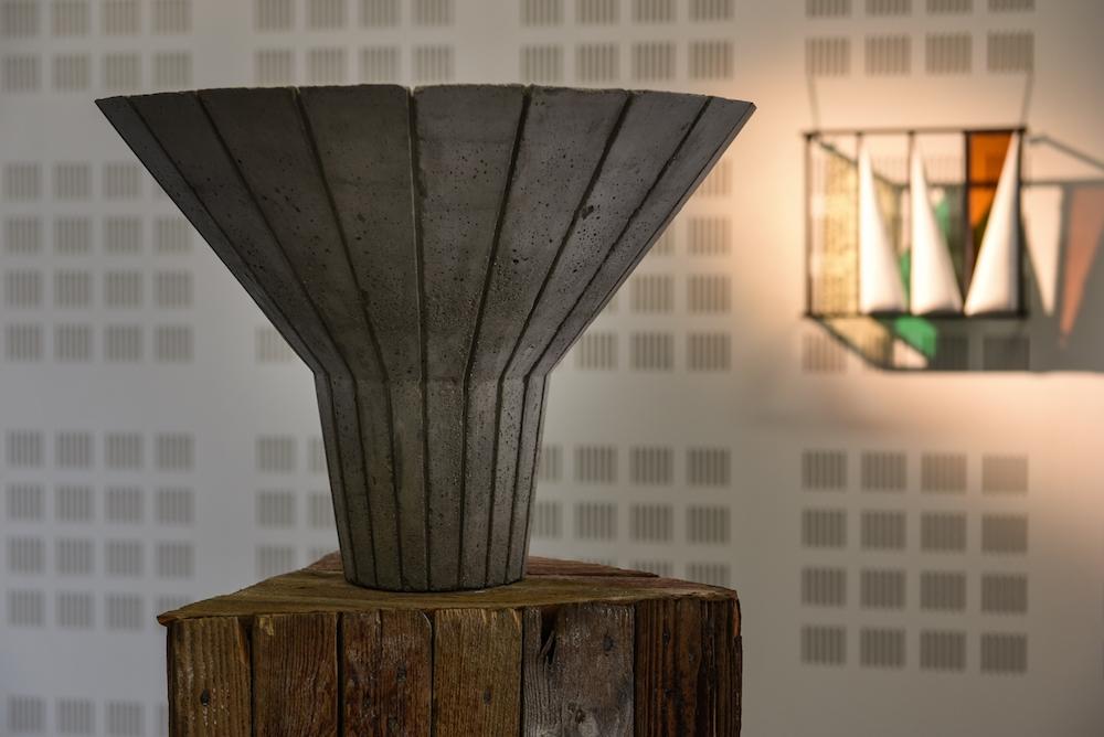 Wilfrid Almendra, While Waiting for the Revolution, 2010 Béton, bois, lasuré acajou, silicone, 161 x 48 cm.  Crédit photo Aurélien Mole
