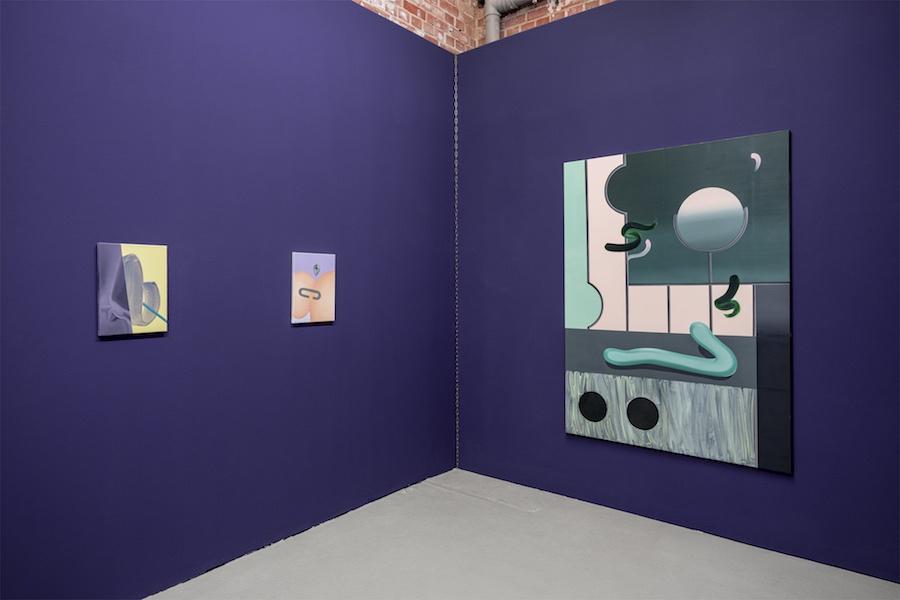 """Vue de l'exposition personnelle """"Shiny Shiny"""" de l'artiste Anna Nero, à She BAM!, Leipzig"""