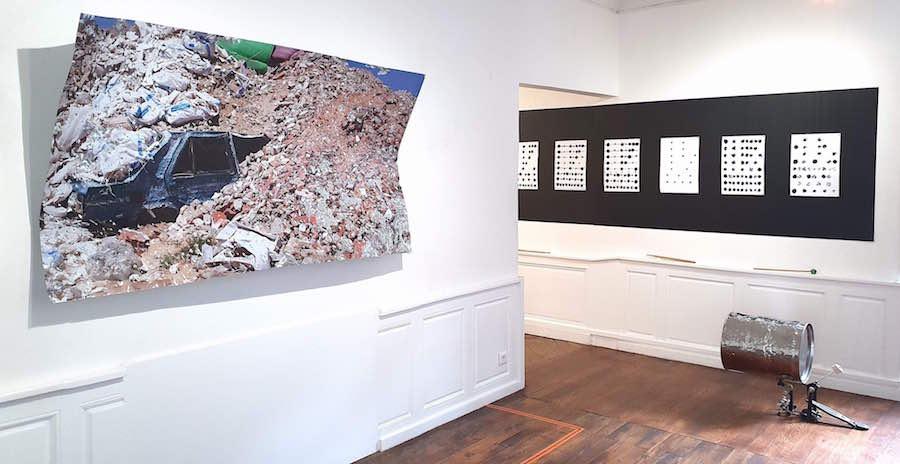 Benoît Travers, Ebrèchement cuve, 2018, cuve aspirateur industriel intox, pédale de grosse caisse, 106 x 64 x 42 cm