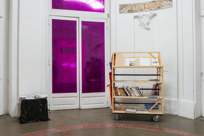 Bibliothèque itinérante Exposition lfjdeulfihxzukftikggrrehmd des diplômés DNSEP 2019, isdaT Photo Franck Alix