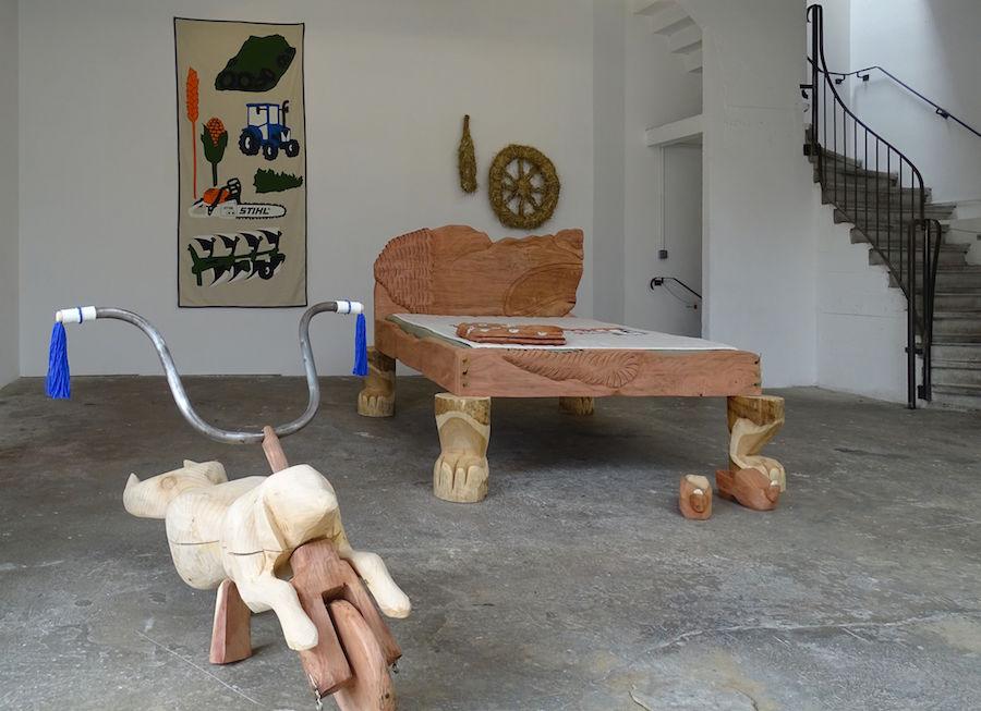 Vue d'exposition Tripaille d'Aurélie Ferruel et Florentine Guédon  sous le commissariat de Bettie Nin au CAC La Traverse, Alfortville jusqu'au 23 novembre 2019
